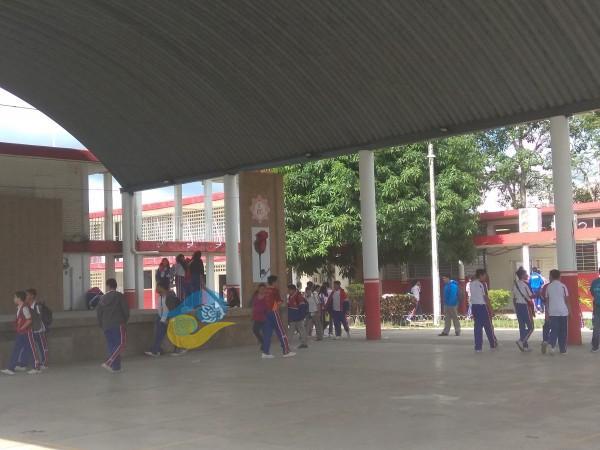 Alumnos en escuelas tuxpeñas, bajo constante vigilancia