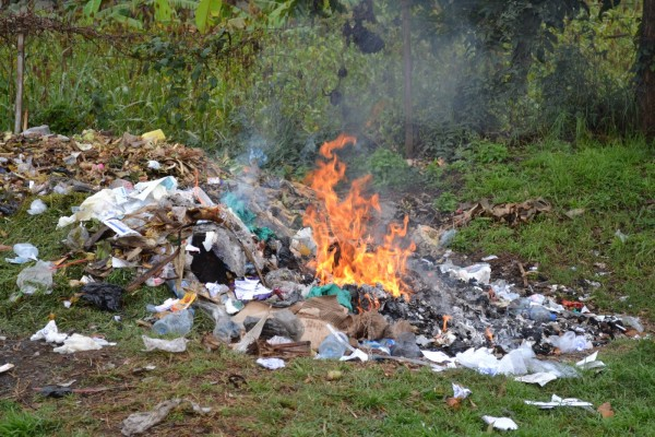 Tuxpeños siguen quemando basura; habrá sanciones