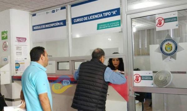 Tribunal impide a empresa de Kahwagi expedir licencias en Veracruz