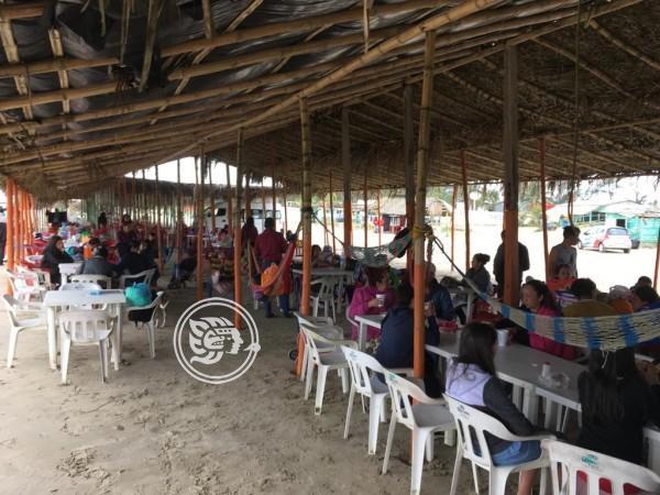 Regulan a comerciantes ambulantes en playas de Tuxpan