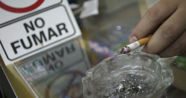 Fumadores, con riesgo de síntomas graves por COVID-19