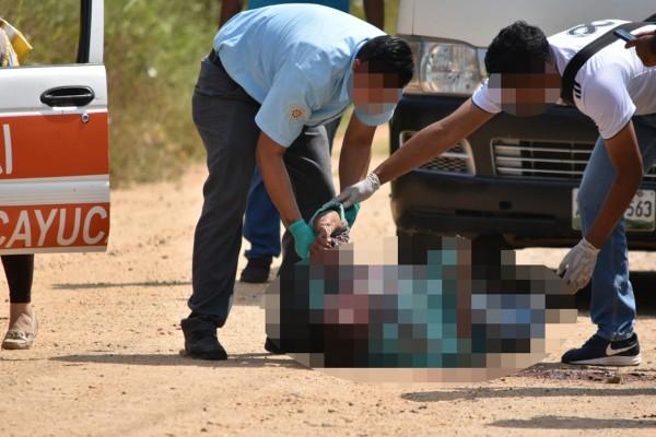 Con saña, asesinan a taxista oluteco en Texistepec