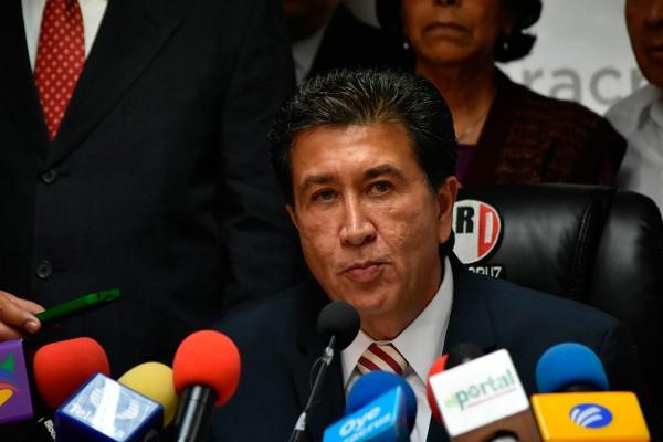 Héctor Yunes rechaza iniciativa de AMLO; Mario Delgado la defiende