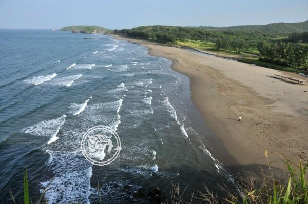 Policías vigilan playas de Pajapan para no admitir turistas