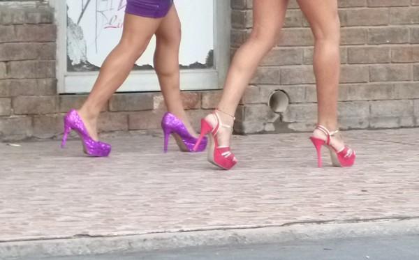 Bruselas prohíbe prostitución para frenar el coronavirus
