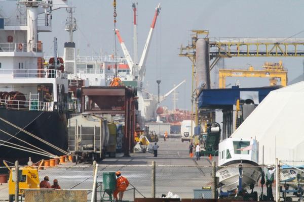 Barco que salió de Coatza llega a Salina Cruz con dos contagiados de Covid-19