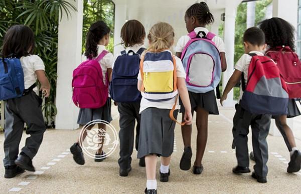 Policía migratoria saca de escuelas a 320 mil latinos