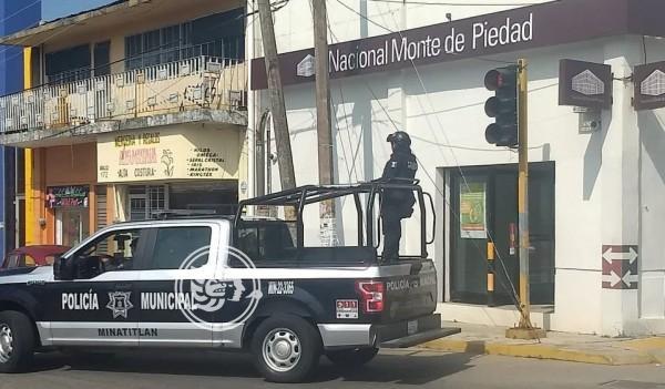Atracan casa de empeño y banco en Minatitlán