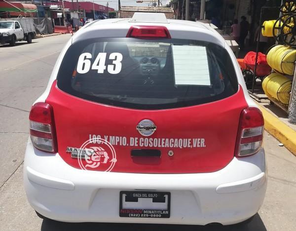 Taxistas cosoleacanecos no tienen ayuda de nadie