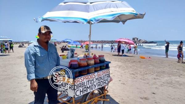 Héroe ambulante; salva a famila de morir ahogada en playas del Puerto