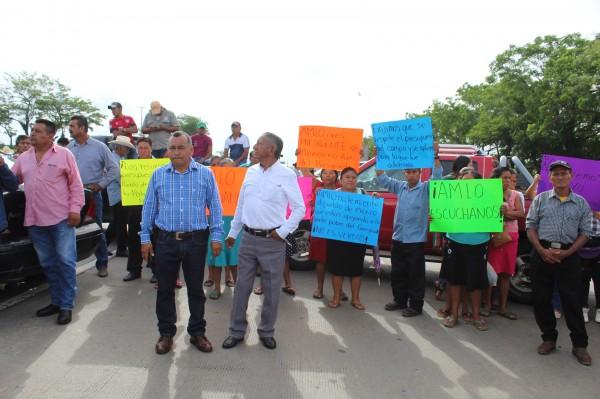 Campesinos cerraron autopista de Acayucan por más de 6 horas