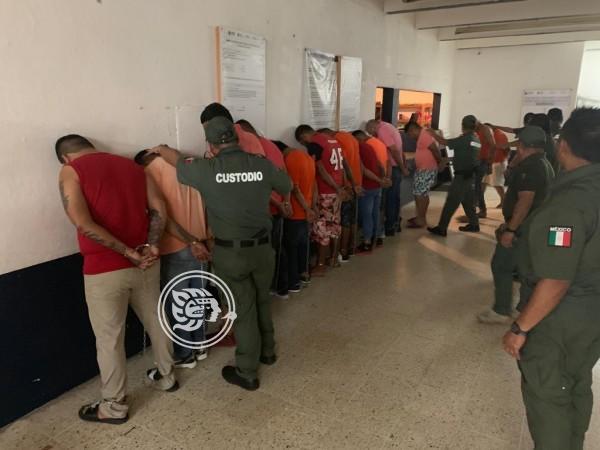 SSP traslada reos desde Coatzacoalcos a prisiones federales
