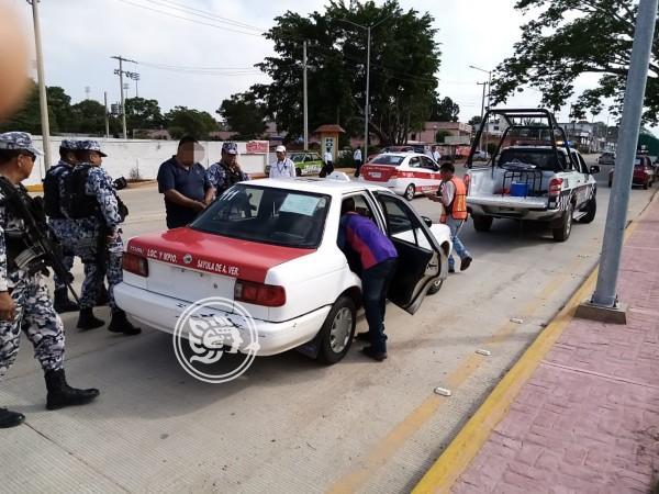 Detienen a conductor con taxi robado en Acayucan