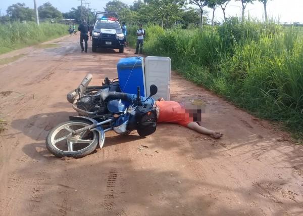 De tres balazos asesinan a mototortillero en Isla