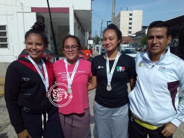 Jóvenes deportistas, triunfan en Festival de Voleibol
