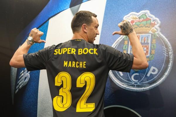 Marchesín es presentando con el número 32 en el Porto