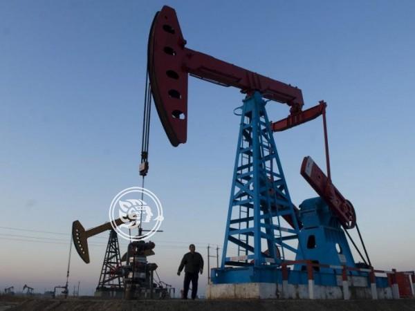 Malos datos económicos de China y Europa castigan precios del petróleo