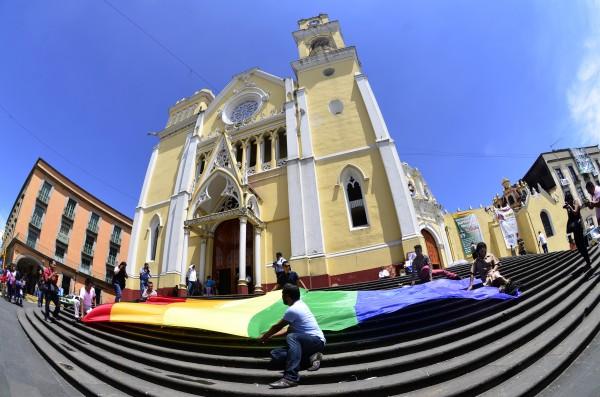 ¿Dormía Iglesia en Veracruz? dice que su misión es denunciar corrupción e injusticia