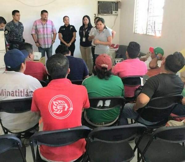 En Minatitlán, llevan pláticas a favor de la seguridad de las mujeres