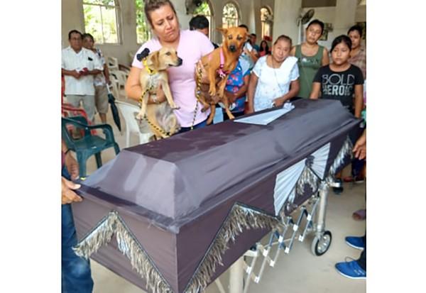 Don Maca fue sepultado por sociedad unida de Acayucan