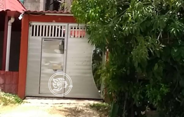 Comando rafaguea, incendia y saquea vivienda en Jáltipan