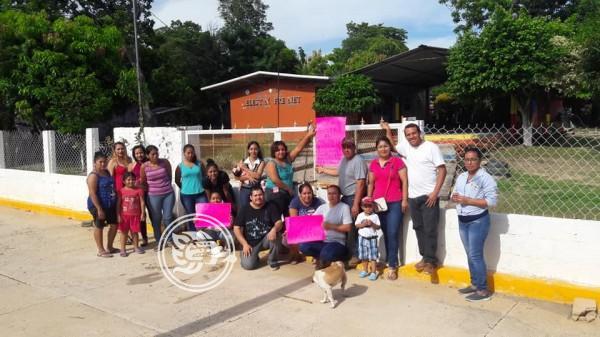 Por maltratar a niños, quieren destituir a profesora en San Juan