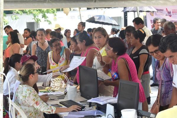 Ancianitos reciben actas de nacimiento gratuitas en Coatzacoalcos