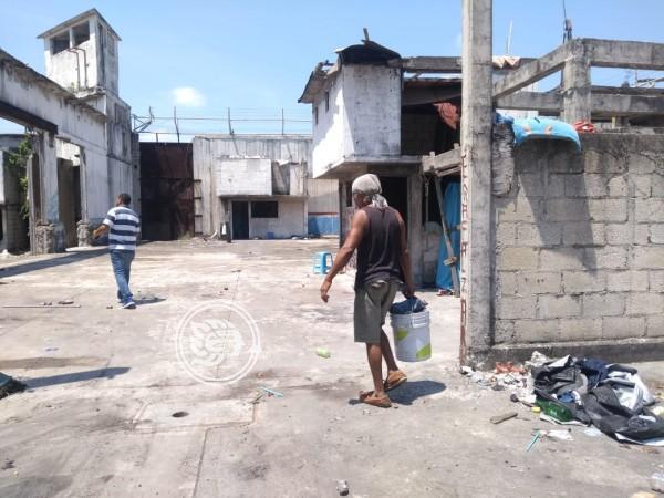 Desalojan a personas que vivían en ex penal Allende