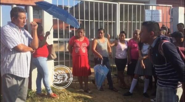 Rechazan en Almagres a profesor acusado de acoso sexual