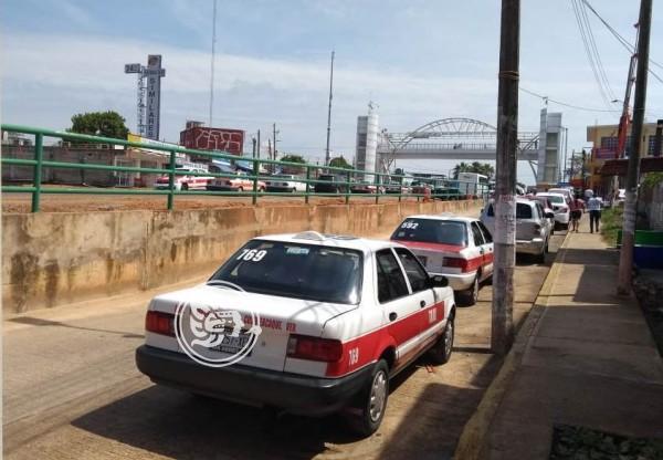 Regreso a clases beneficia a taxistas de Cosoleacaque