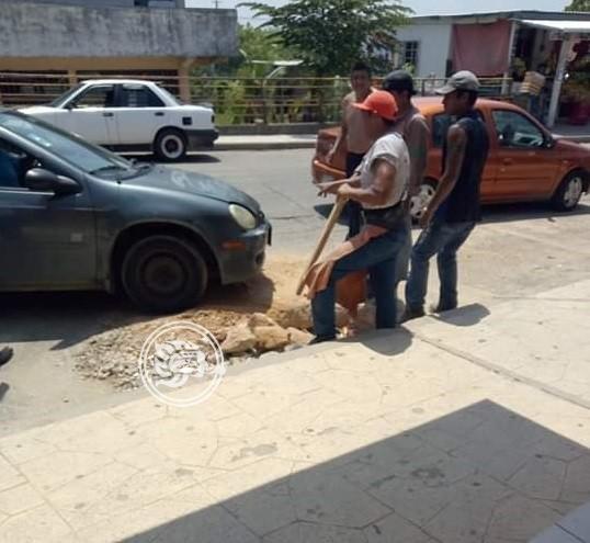 CAEV no tapó hoyanco en Ixhuatlán; provoca accidente