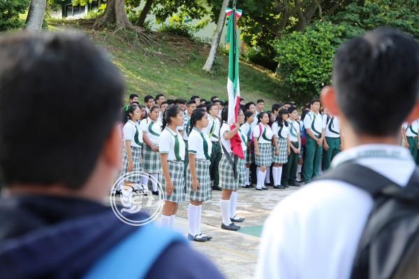 Más de 330 mil estudiantes regresan a clases en el sur de Veracruz