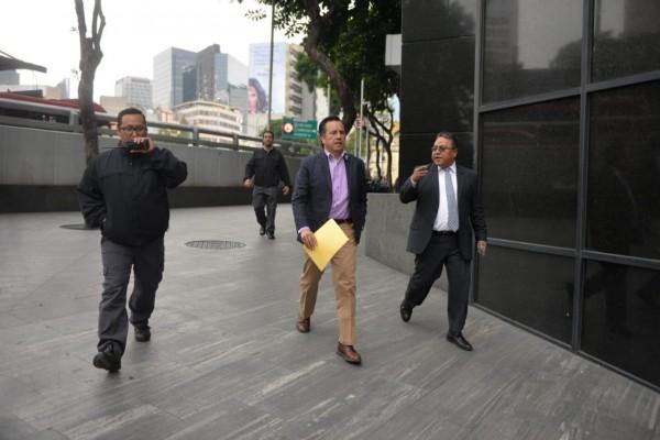 Pide Cuitláhuac a FGR dar seguimiento a denuncias contra Yunes y Winckler