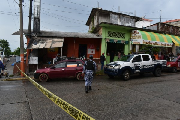 Asesinan en Acayucan a dueño de negocio de pollos asados