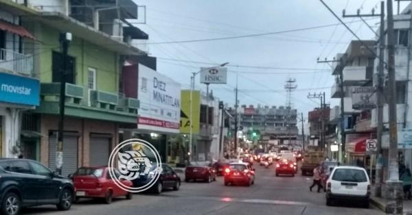 Violento asalto sufre cliente de agencia de autos en Minatitlán