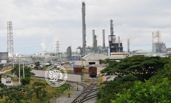Colapsa zona industrial del sur de Veracruz por deudas de Pemex
