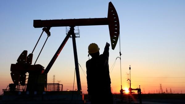 Precios del petróleo de EU caen a su mínimo en 17 años ante coronavirus