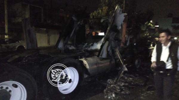 Desconocidos incendian vehículos en Córdoba