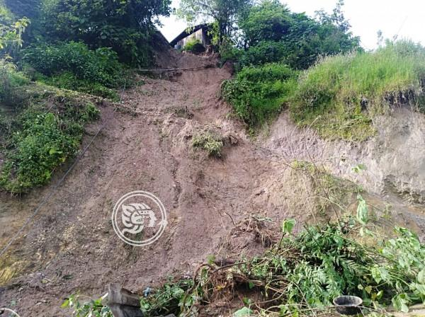 Rescatan a menores en Atzacan atrapados por alud