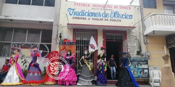 Catrinas adornan calles de Veracruz por día de Muertos