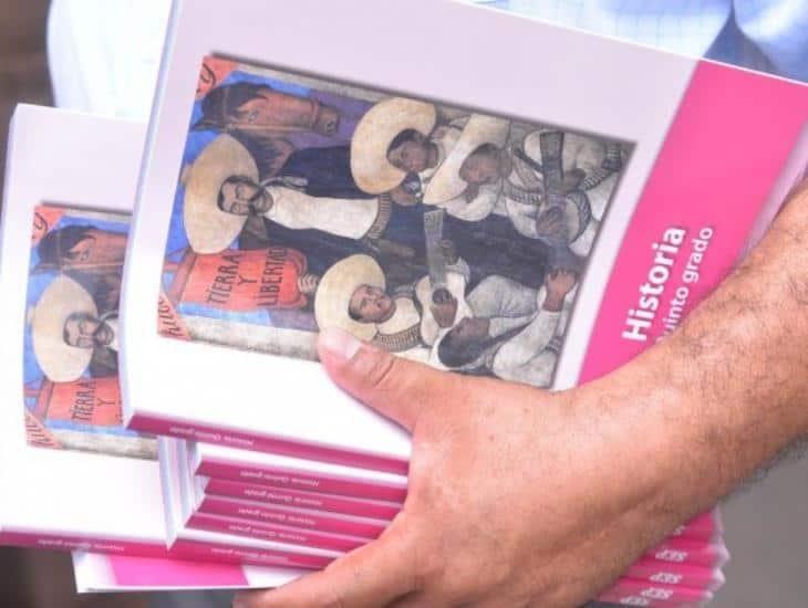 SEV anuncia que desinfectará libros de texto antes de entregarlos