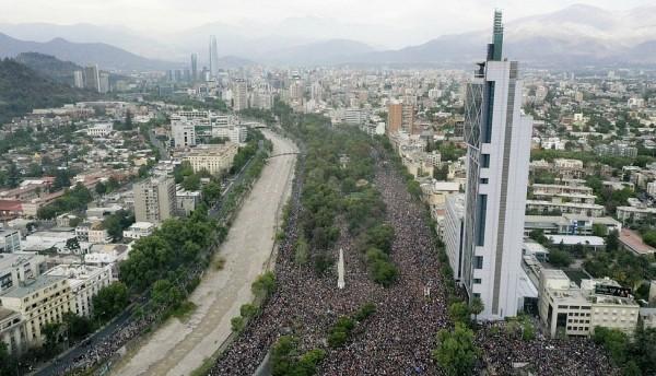 Más de un millón de personas protestan en las calles de Santiago Chile