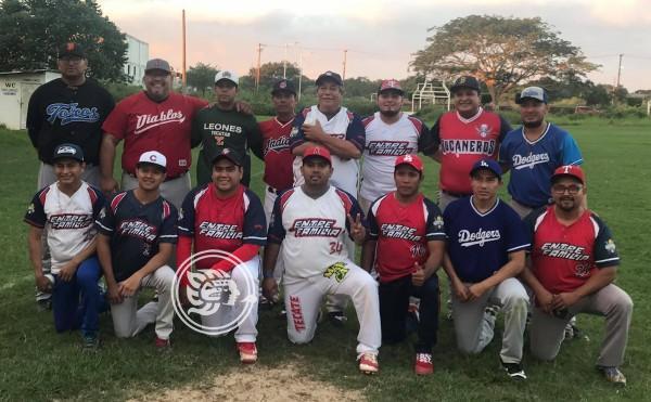 Entre Familia se agenció el título del softbol varonil de La Perrera