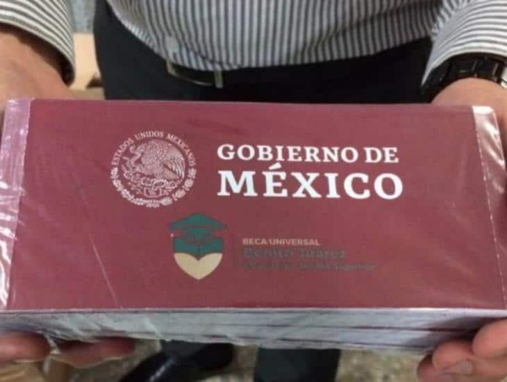 Becas de educación básica llegan a más de 300 mil familias en Veracruz