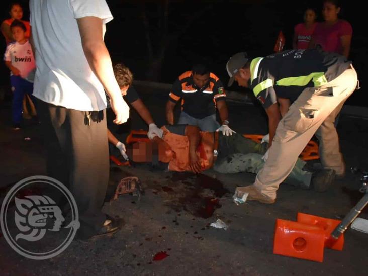 Empleado acayuqueño herido tras derrapar en motocicleta