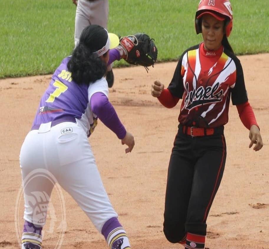Celebran cuadrangular de softbol femenil en la Liga Colonia Hidalgo