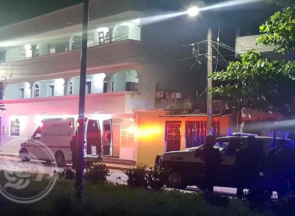 Hombre muere apuñalado en Coatzacoalcos; agresor cayó de tercer piso