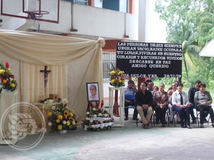 Emotivo  homenaje póstumo al maestro Miguel Ángel Guzmán Rodríguez