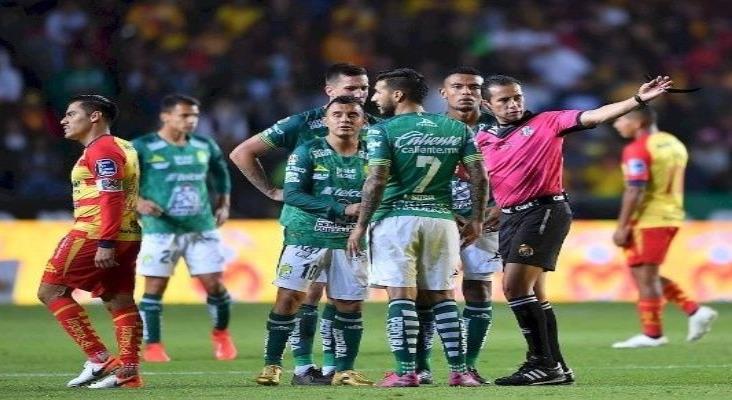 Retiran del Campo a jugadores del Monarcas y León por grito homofóbico