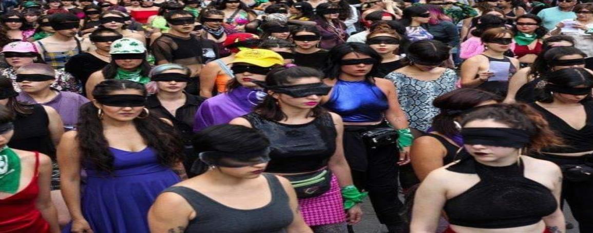 Mujeres realizan performance Un violador en tu camino en CDMX